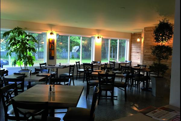 restaurant-pizza-bellefeuille-salle-reception.png